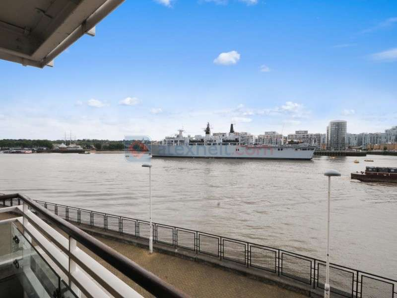 3 Bedrooms Flat for sale in St Davids Square, Isle of Dogs E14