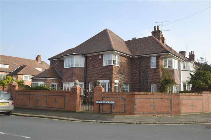 4 Bedrooms Property for sale in Roundhay Road, Bridlington, YO15