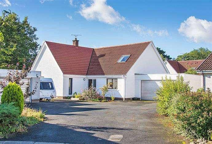 5 Bedrooms Detached House for sale in 15 Tweedsyde Park, Kelso, TD5 7RF