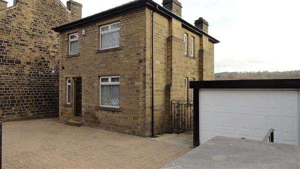 3 Bedrooms Detached House for sale in Lowergate, Paddock, Huddersfield