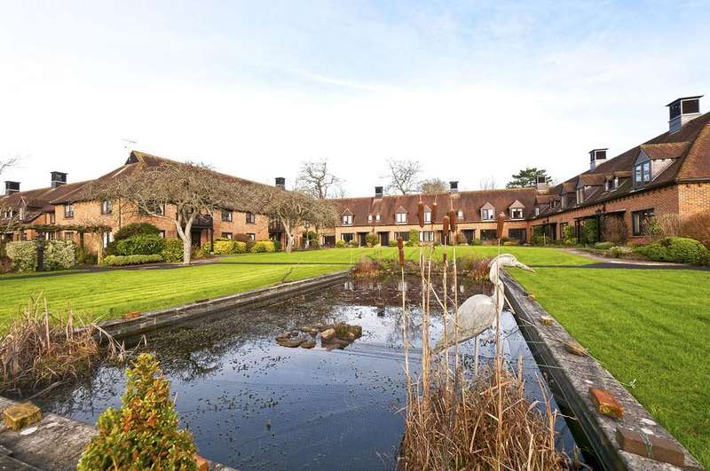 2 Bedrooms Cottage House for sale in Atwater Court, Lenham, Maidstone