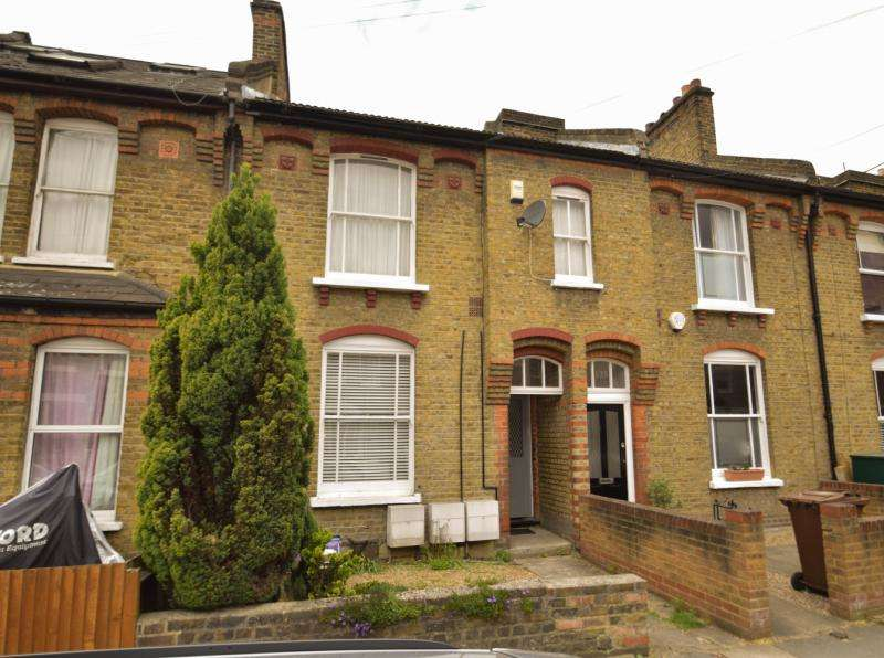 1 Bedroom Flat for sale in Gladstone Road, London, SW19