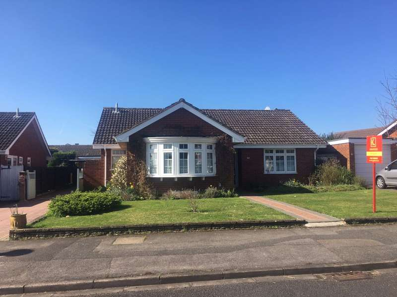 3 Bedrooms Bungalow for sale in Cranbrook Drive, Maidenhead, Berks