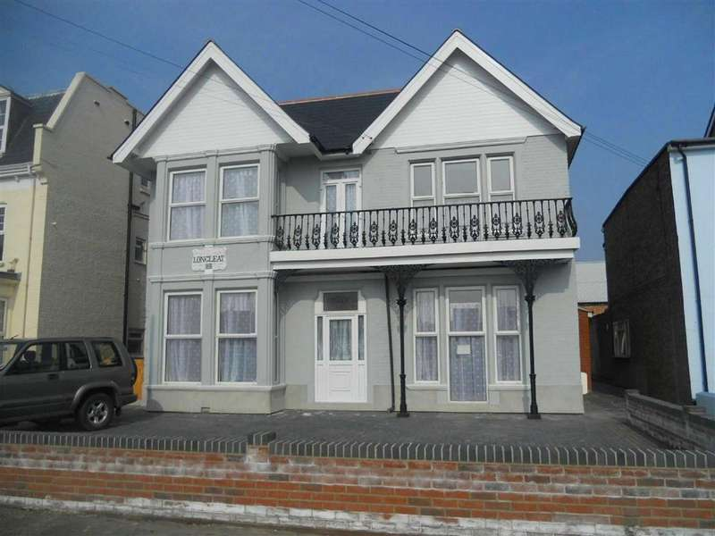 2 Bedrooms Flat for sale in Carnarvon Road, East Clacton