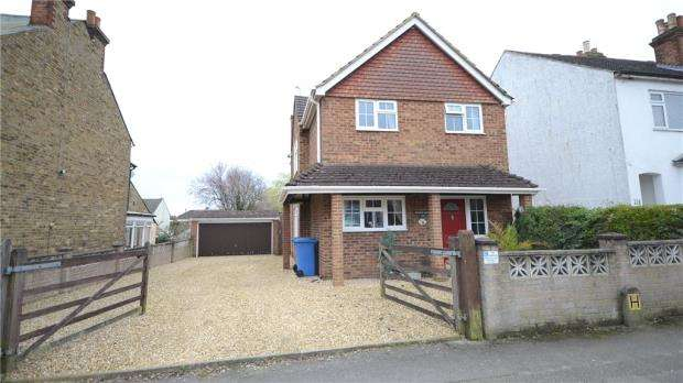 3 Bedrooms Detached House for sale in Holly Road, Aldershot, Hampshire