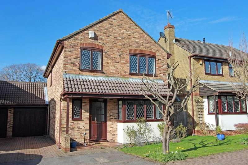 4 Bedrooms Detached House for sale in The Rise, Tadworth