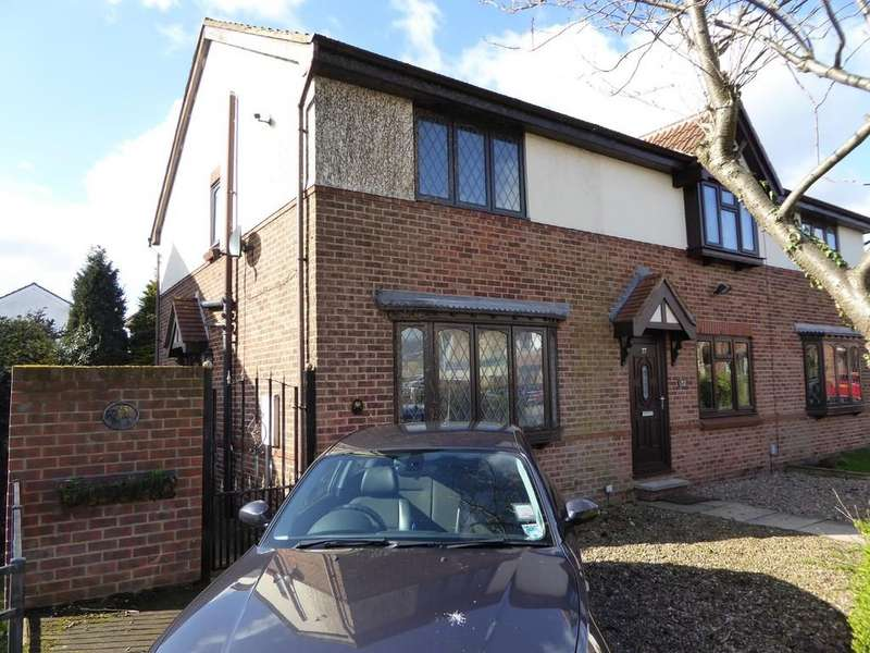 2 Bedrooms Town House for sale in Ashbrook Close, Ossett