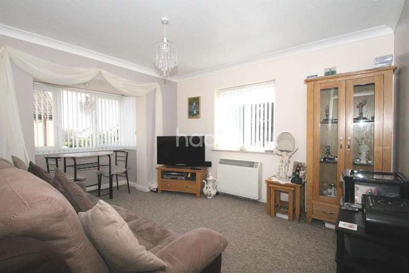 1 Bedroom Flat for sale in Old Road, Clacton On Sea