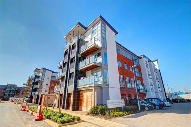 3 Bedrooms Flat for sale in Midlothian Court, Gateshead Quays, Tyne and Wear, UK