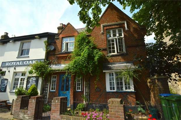 3 Bedrooms Cottage House for sale in Walton Road, WEST MOLESEY, Surrey