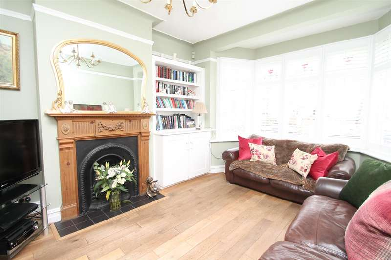 3 Bedrooms Property for sale in Oakfield Gardens, London N18