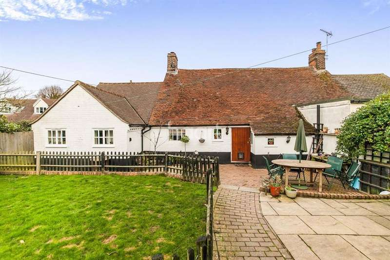 4 Bedrooms Cottage House for sale in Heath Road, Bradfield, Manningtree, Essex