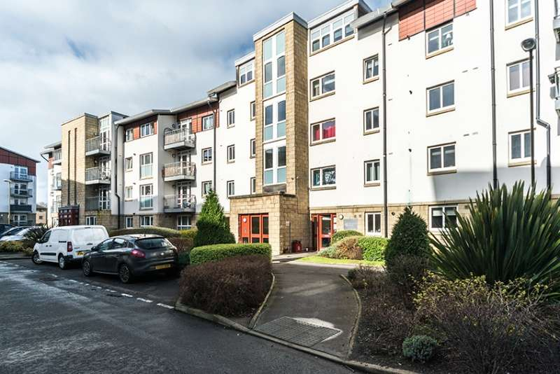 3 Bedrooms Flat for sale in Allanfield Place, Edinburgh, EH7 5AJ