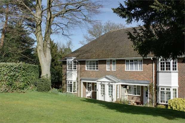 2 Bedrooms Detached House for sale in Firgrove Court, FARNHAM, Surrey