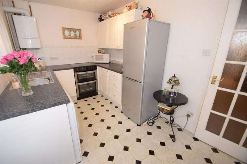2 Bedrooms Terraced House for sale in Brenzett Close, Walderslade, Kent