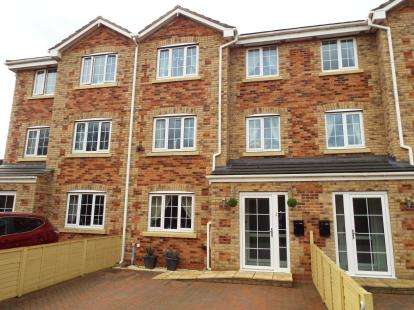 4 Bedrooms Terraced House for sale in Fairfield Road, Downham Market, Norfolk