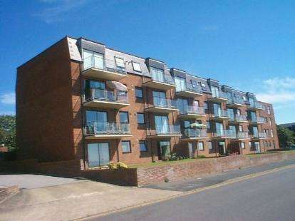 2 Bedrooms Flat for sale in Cliff Parade, Hunstanton, Norfolk