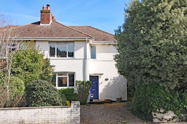 3 Bedrooms Semi Detached House for sale in Queen Katherine Road, Lymington SO41