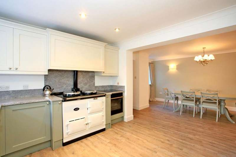 3 Bedrooms Terraced House for rent in Courtyard Cottage, 3 Bridge Square, Ballater AB35 5QJ
