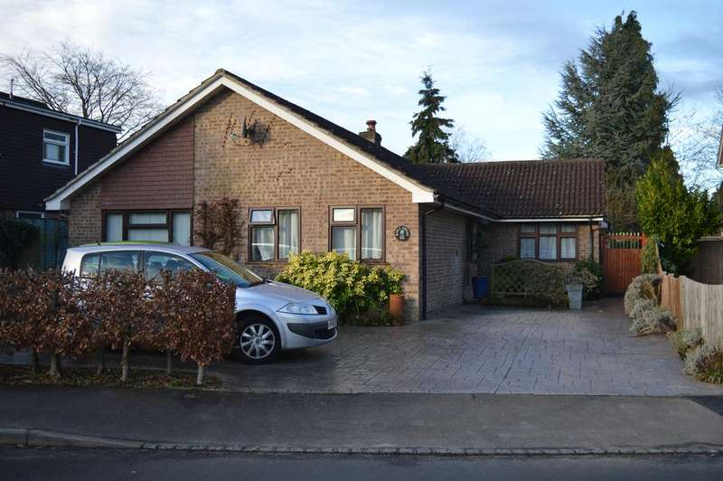 5 Bedrooms Detached Bungalow for sale in Foxcote, Finchampstead, Wokingham, Berkshire, RG40 3PG