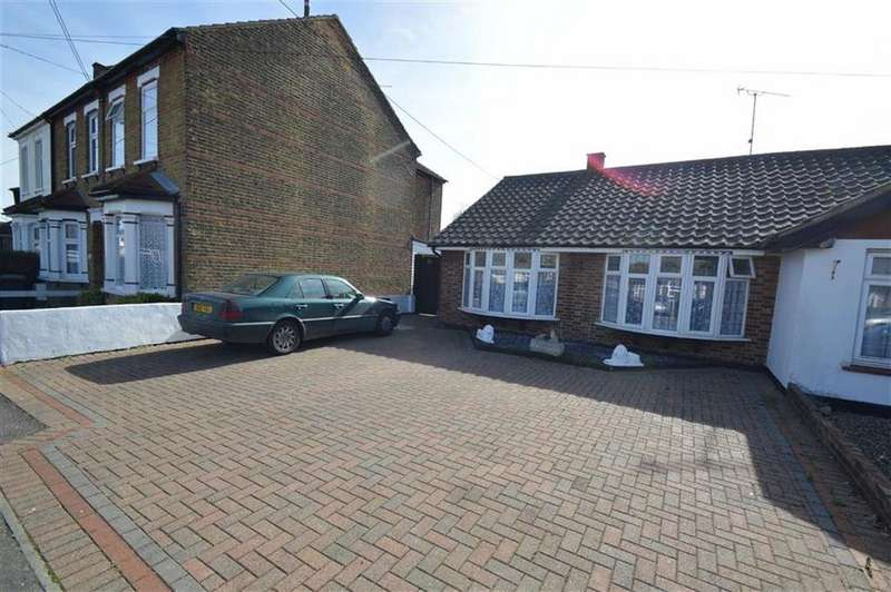3 Bedrooms Semi Detached Bungalow for sale in King Henrys Drive, Rochford, Essex