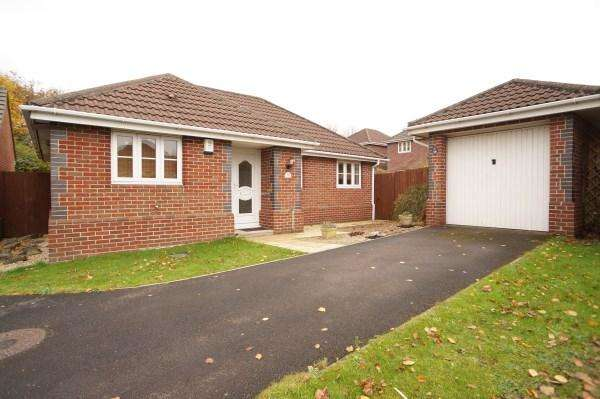 2 Bedrooms Bungalow for sale in Thomas Avenue, Emersons Green, Bristol, BS16 7TA