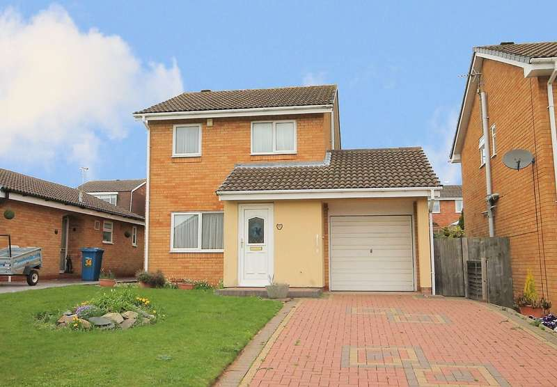 3 Bedrooms Detached House for sale in Henley Close, Perrycrofts,Tamworth, B79 8TQ