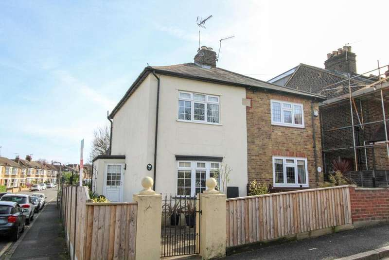 2 Bedrooms Cottage House for sale in Milton Road, Brentwood, CM14
