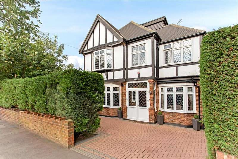 5 Bedrooms Detached House for sale in Knighton Drive, Woodford Green, Essex, IG8