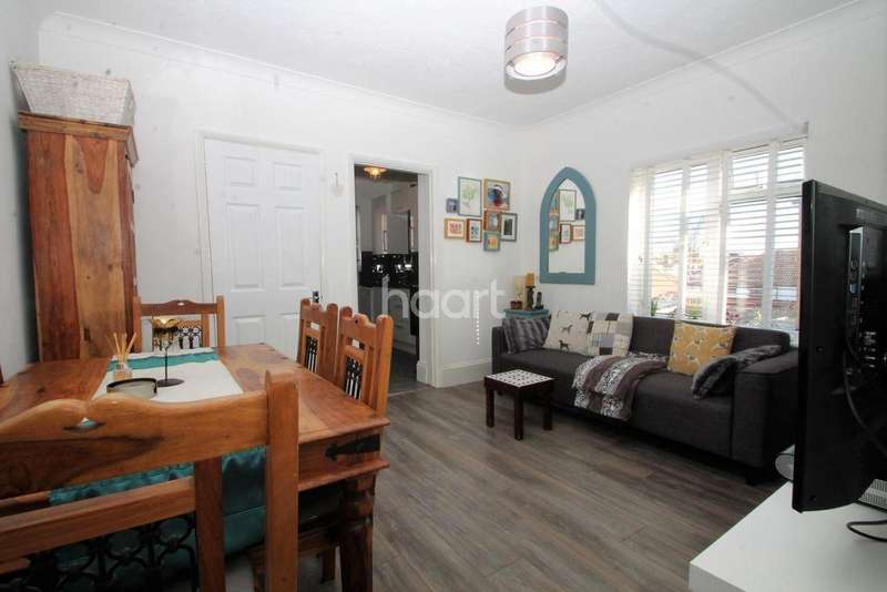 2 Bedrooms Flat for sale in St Andrews Road, Shoeburyness