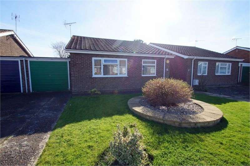 2 Bedrooms Detached Bungalow for sale in Stambridge Road, CLACTON-ON-SEA, Essex