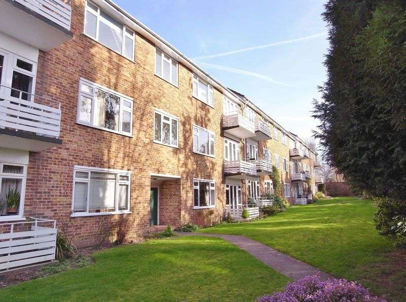2 Bedrooms Flat for sale in Lindfield Gardens