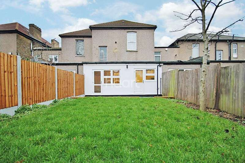 2 Bedrooms Flat for sale in Mansfield Road, Ilford, Essex