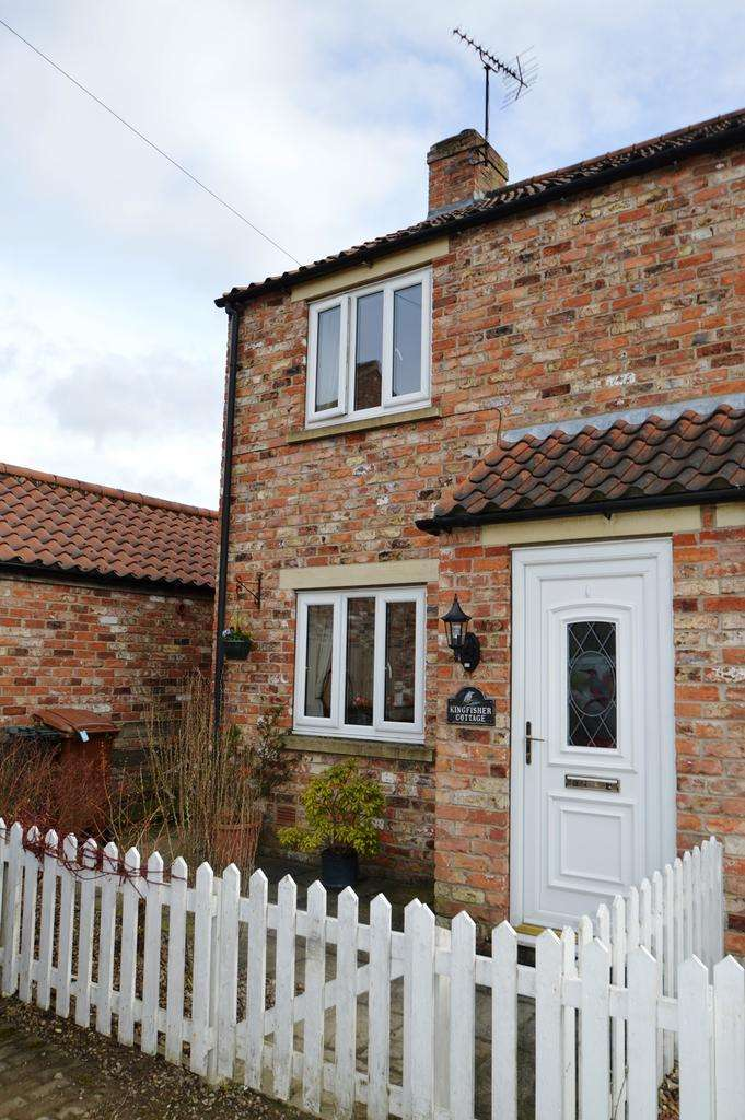 2 Bedrooms Semi Detached House for sale in Brawby, Malton YO17