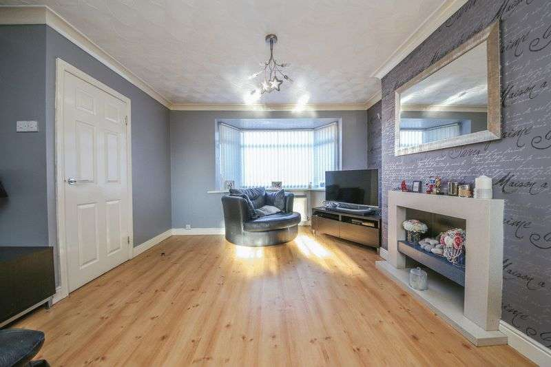 3 Bedrooms Semi Detached House for sale in Park Lane, Abram