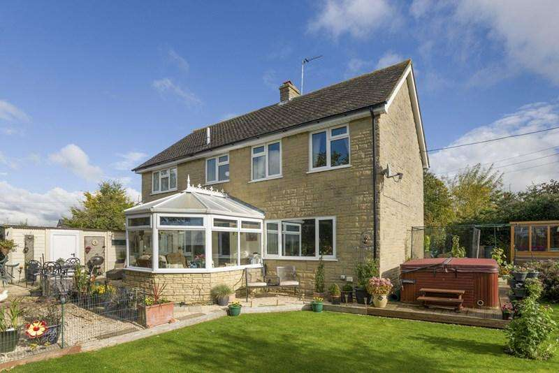 4 Bedrooms Detached House for sale in Orchard Lane, Upper Heyford, Bicester