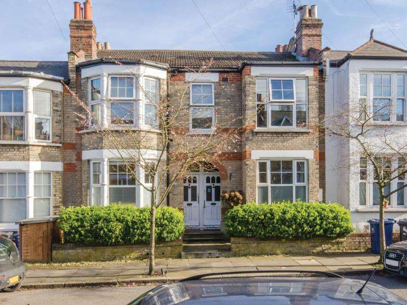 2 Bedrooms Maisonette Flat for sale in Leslie Road, N2