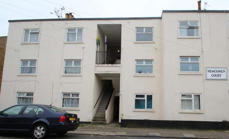 2 Bedrooms Flat for sale in Newcomen Court, Newcomen Road, Stamshaw, Portsmouth PO2