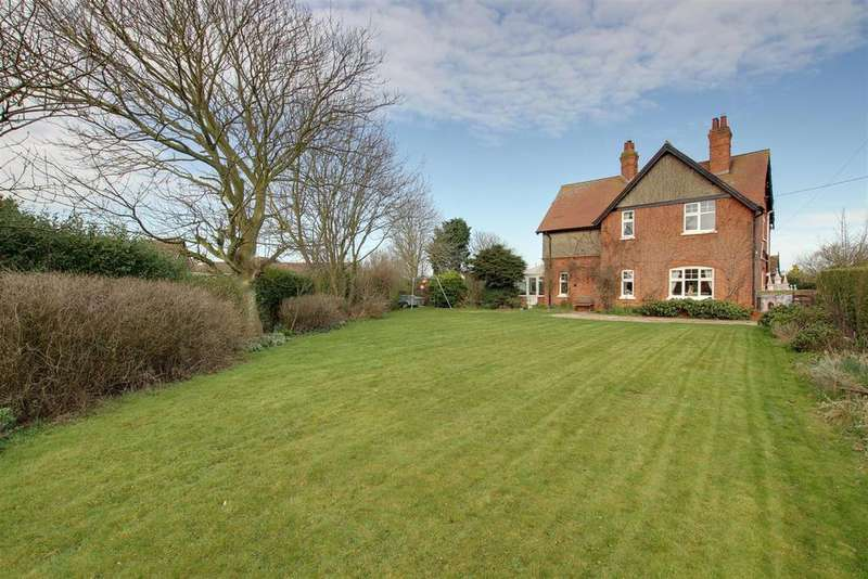 5 Bedrooms Detached House for sale in Sunnybank, Park Road, Sutton On Sea