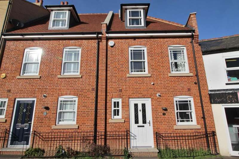 4 Bedrooms Town House for sale in New Writtle Street, Chelmsford, Essex, CM2