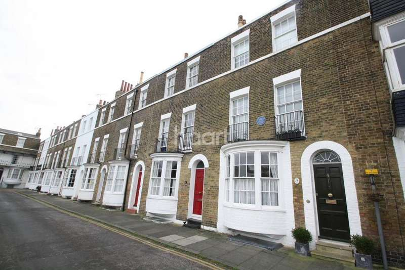 3 Bedrooms Terraced House for sale in Spencer Square, Ramsgate, CT11