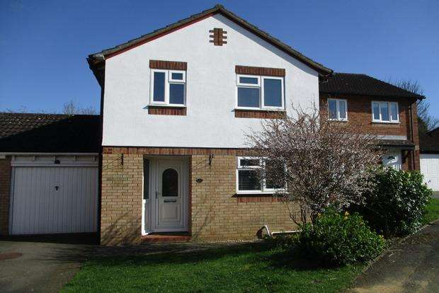 3 Bedrooms Detached House for sale in Oakleigh Drive, Duston, Northampton, NN5