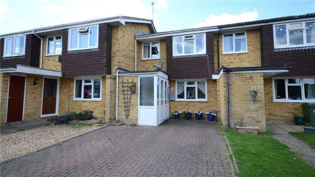 3 Bedrooms Terraced House for sale in Newton Way, Tongham, Farnham