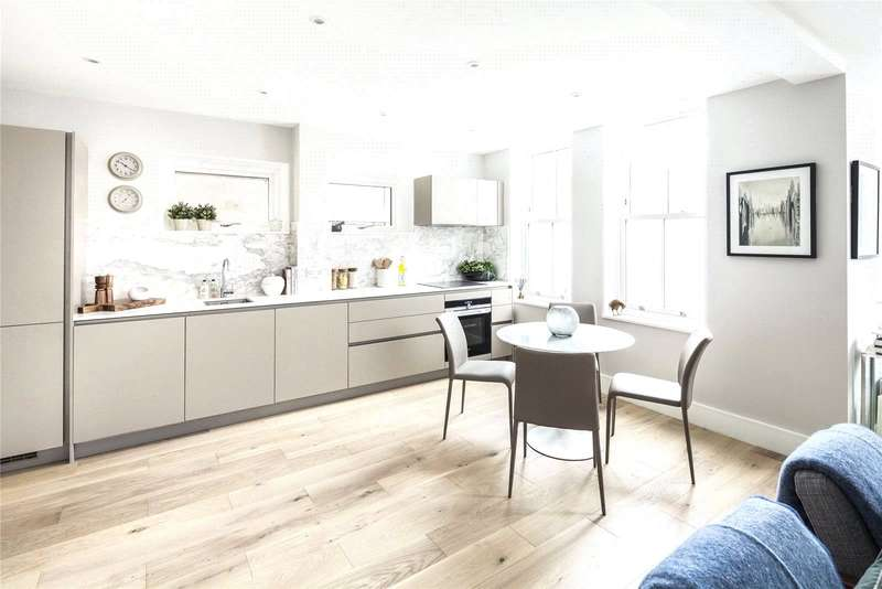 2 Bedrooms Flat for sale in Bassett Street, Kentish Town, London, NW5