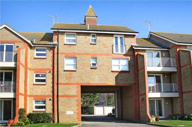 2 Bedrooms Apartment Flat for sale in The Gilberts, Sea Road, Rustington, West Sussex, BN16