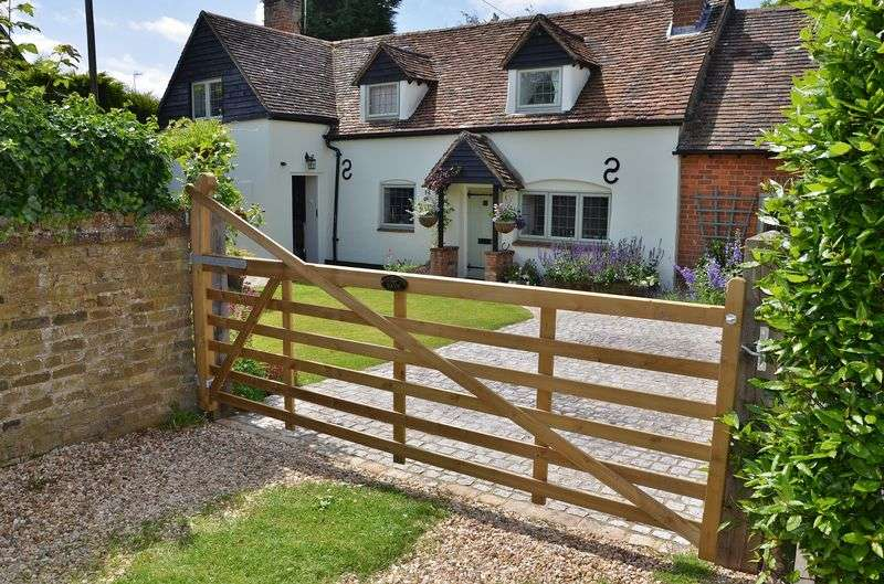3 Bedrooms Detached House for sale in Askett