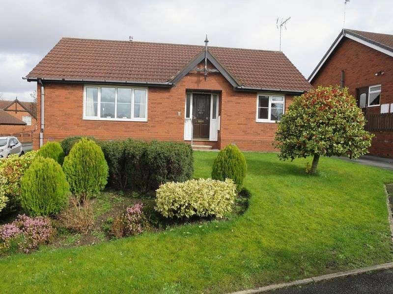 2 Bedrooms Detached Bungalow for sale in Grange Park Drive, Churwell, Leeds