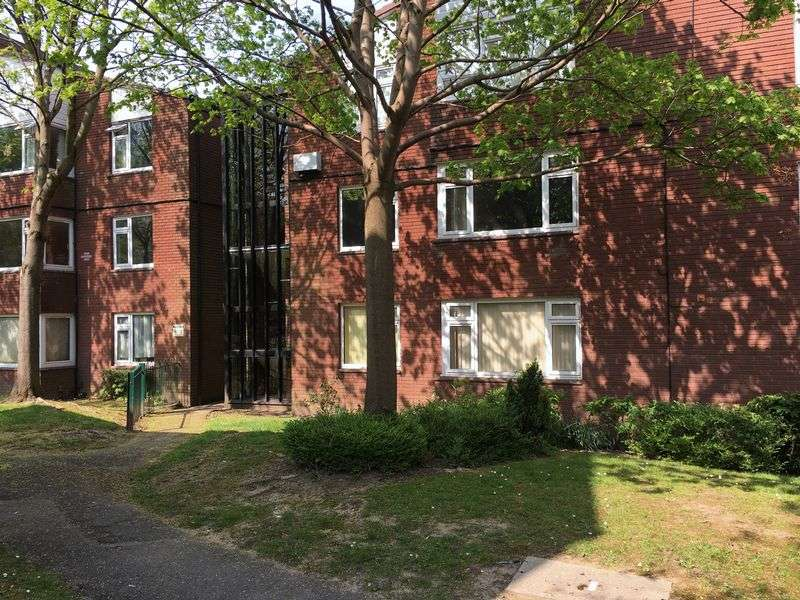 2 Bedrooms Flat for sale in Dalford Court, Hollinswood, Telford