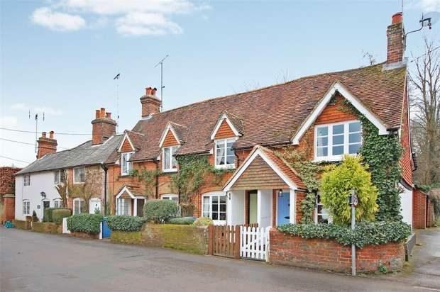 2 Bedrooms End Of Terrace House for sale in Crondall, Farnham, Hampshire