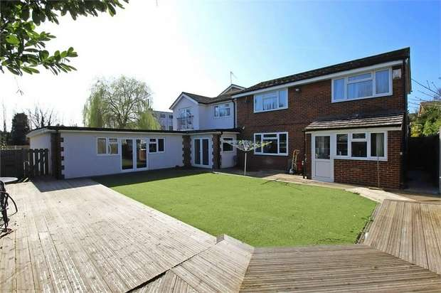 6 Bedrooms Detached House for sale in Barnstaple Road, Southend-on-Sea, Essex